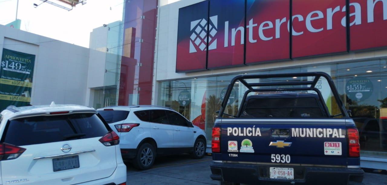 Asaltan Interceramic en Cancún; se llevan botín de 110 mil pesos
