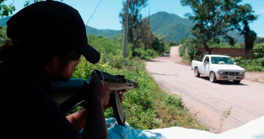 Sicarios irrumpe en Guerrero y ASESINAN a 5 policías en plaza municipal