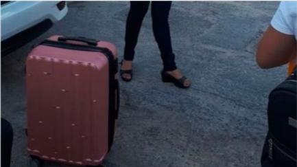 Mujer taxista de Cancún, agrede y amenaza de muerte a chofer de uber