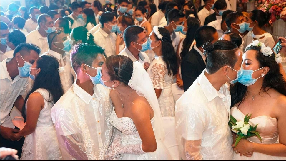 VIDEO VIRAL: Se arma boda masiva y se casan en medio del coronavirus