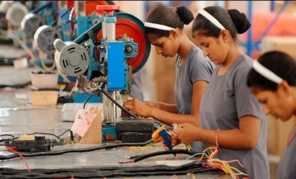 AMLO pide a empresarios enviar a sus trabajadores a casa con goce de sueldo