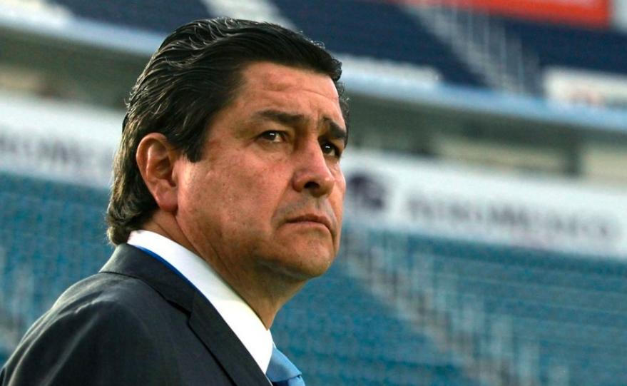 Luis Fernando Tena asegura que a las Chivas les falta mejorar