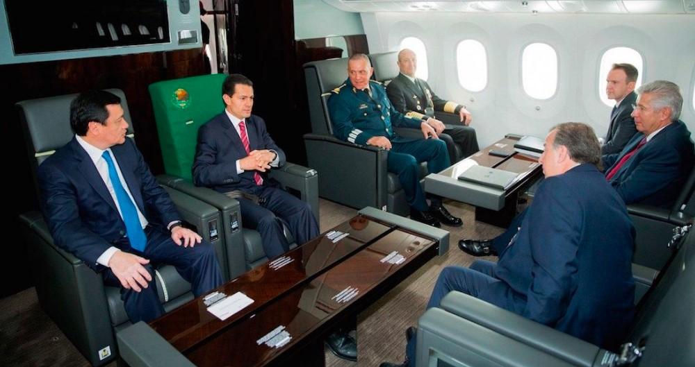 AMLO muestra las lujosas reuniones de Peña Nieto en el avión presidencial