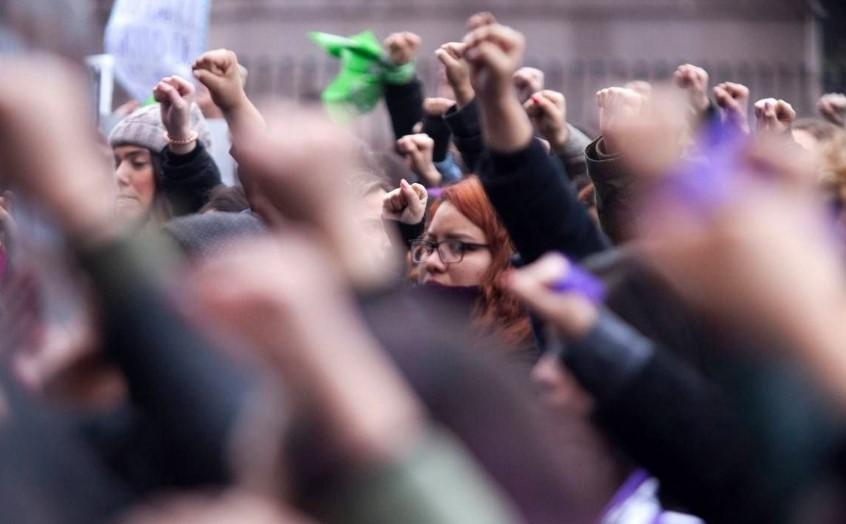 AMLO afirma que hombres también podrán unirse al paro del 9 de marzo