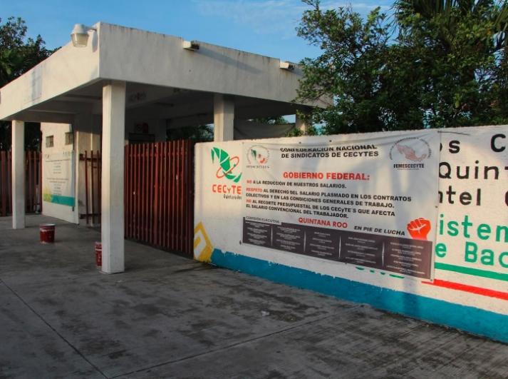 Revelan casos de acoso sexual en el CECyTE 3 de Cancún, acusan a maestros en tendederos