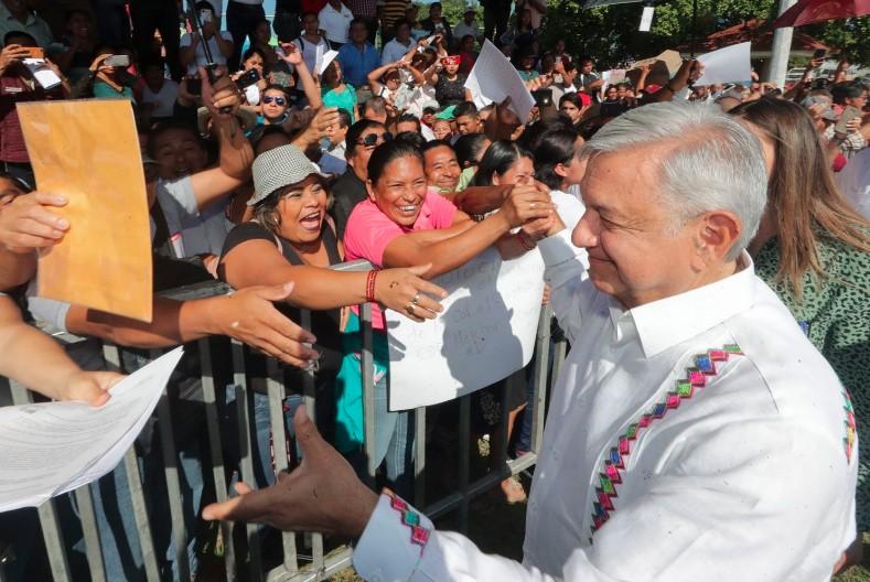 """Durante su gira por Tabasco AMLO dijo """"Al carajo los corruptos"""" por esta razón"""