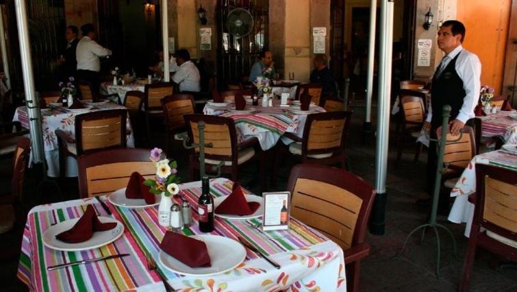 Gobierno clausura en Puebla restaurantes por incumplir medidas contra Covid-19
