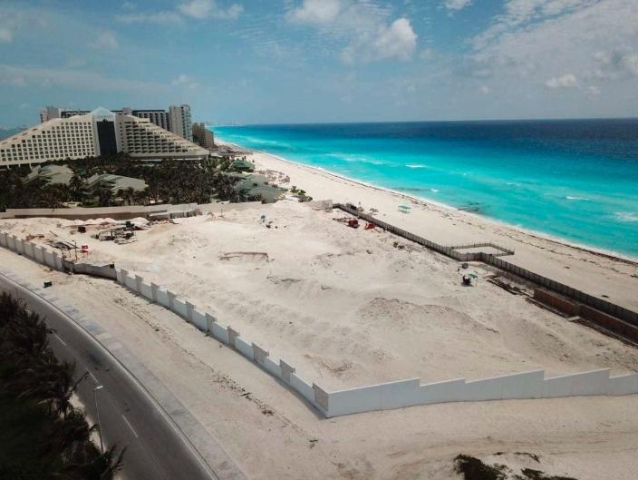 Cancún; Hotel que bloqueó la vista al mar en Playa Delfines carece de permisos