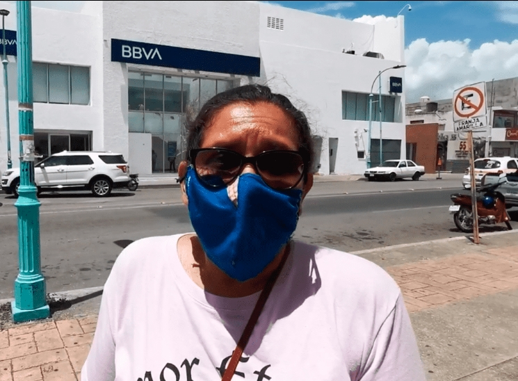 "LA CORREN por ""alborotadora""; pedía sana distancia en banco de Chetumal"