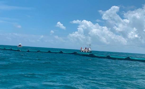 Playa del Carmen: ¡Por fin! Concluye la instalación de la barrera antisargazo