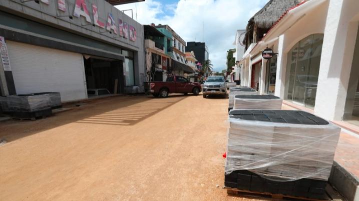 Gobierno de Solidaridad suma a la red de drenaje a negocios de la Quinta Avenida
