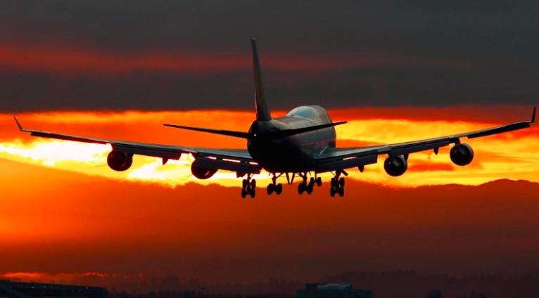 Caen precios de boletos de avión, es la mayor baja registrada en 50 años