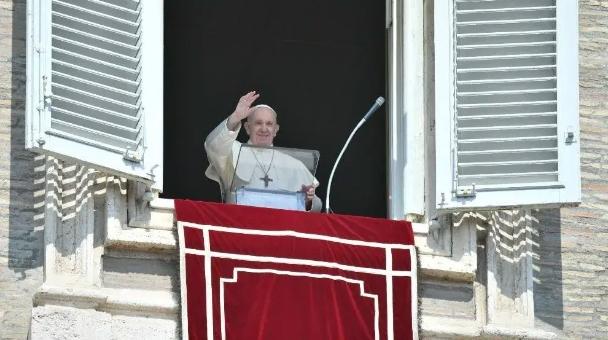 Pide el Papa trato digno y humano hacia los migrantes