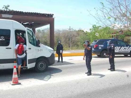 Detienen a sujeto con una mochila llena de droga en Playa del Carmen