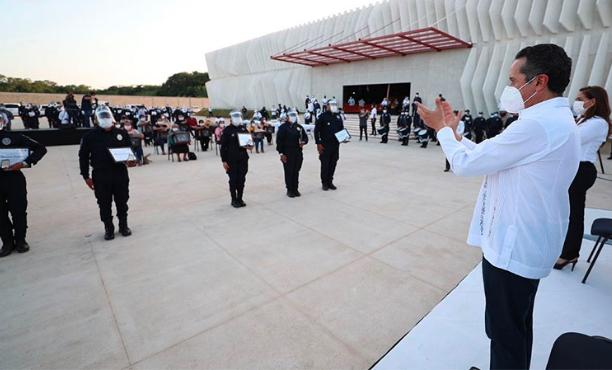 Carlos Joaquín reconoce a policías su labor en la contingencia causada por la covid-19