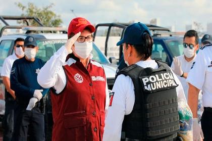 POLICÍAS PROTEGEN A VÍCTIMAS