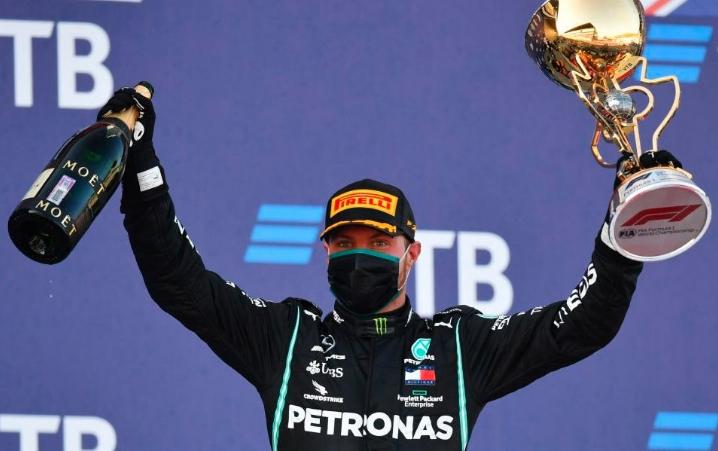 Bottas gana GP de Rusia tras penalización a Hamilton