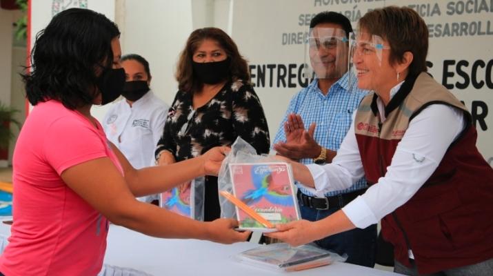 Ayuntamiento de Solidaridad cumple con útiles escolares gratuitos: Laura Beristain