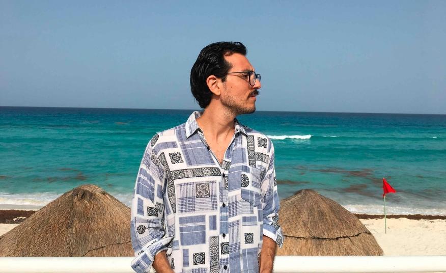 Playa del Carmen: Poeta cancunense gana premio nacional de literatura