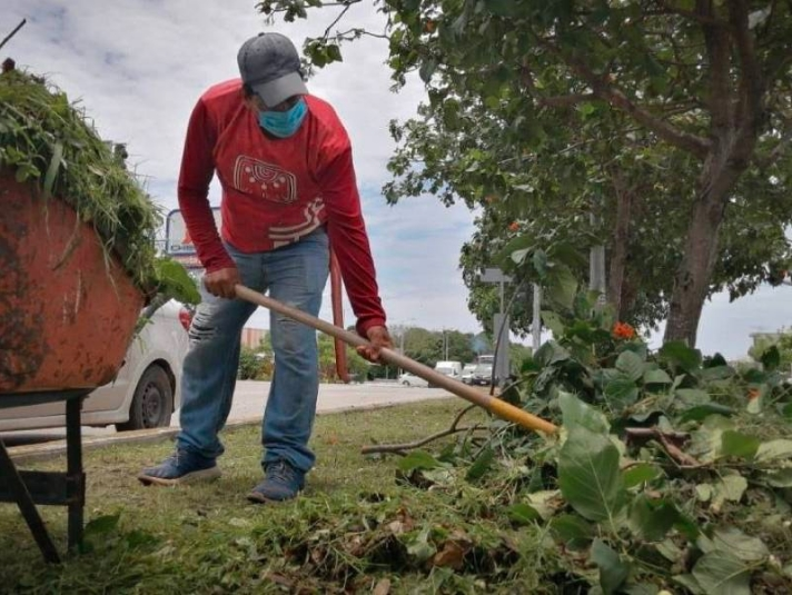 """Redobla esfuerzo """"Manos Solidarias"""" para limpiar el municipio"""