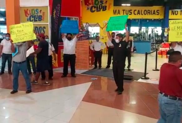 Protestan trabajadores de California Fitness; exigen aguinaldo