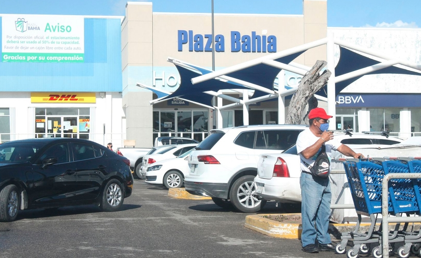Pago del aguinaldo abarrota tiendas en Chetumal pese al COVID