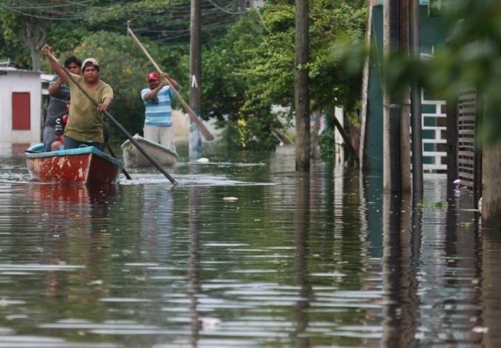 Continúa el bombeo de agua tras las inundaciones en Tabasco