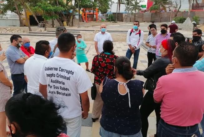 Laura Beristain deja plantados a comerciantes y empresarios en recorrido de la Quinta Avenida