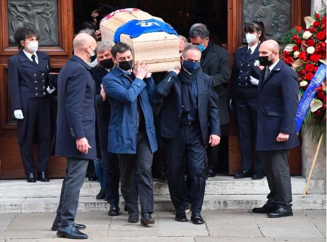Roban casa de Paolo Rossi mientras se realizaba su funeral