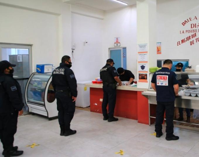 Dignifican labor de policías con alimentación gratuita en Solidaridad