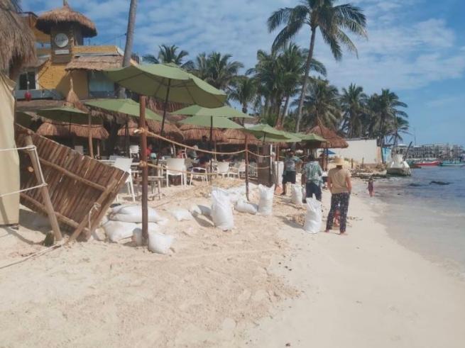 Responsabilizan cooperativas turísticas a hoteleros por erosión en Playa del Carmen