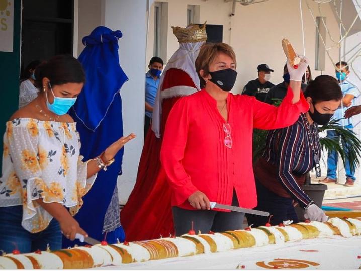 Solidaridad: Promueven unidad familiar con tradicional partida de rosca de Reyes