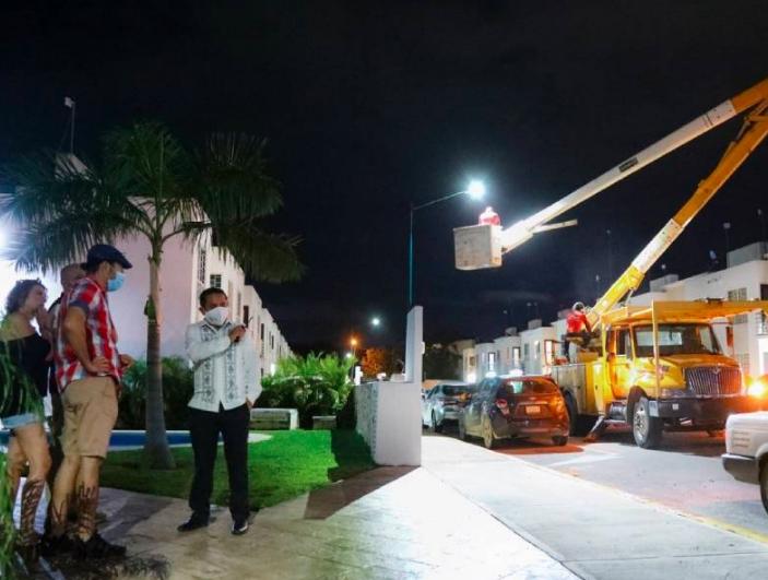 Refuerza Gobierno de Laura Beristain alumbrado público para seguridad de sus habitantes
