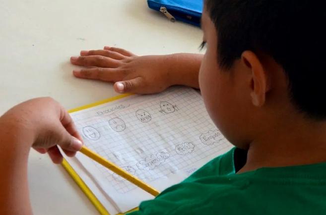 En rezago estudiantes de la Zona Maya de QR por falta de internet