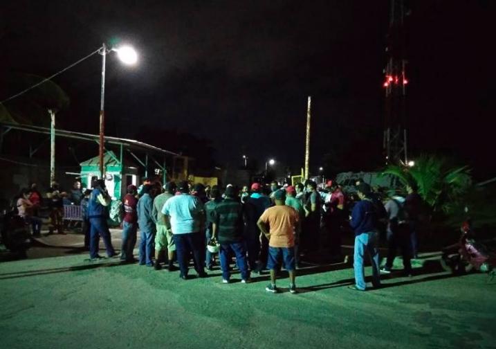 """Emprenden protesta de """"brazos caídos"""" trabajadores del Ayuntamiento de OPB"""