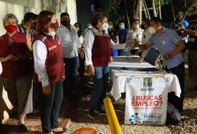 Más de 30 funcionarios con síntomas de COVID-19 habrían participado en eventos públicos en Playa del Carmen