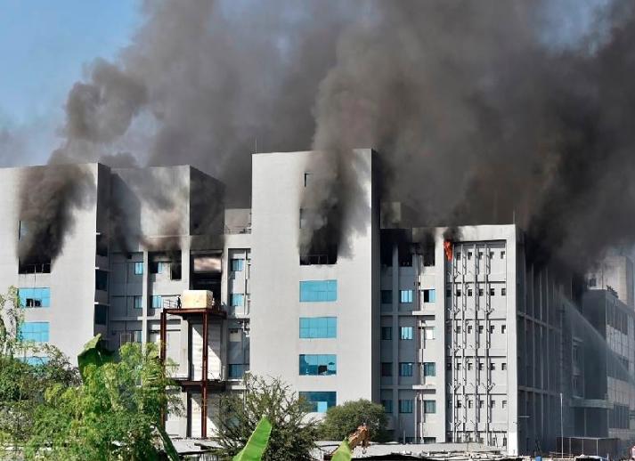 """Cinco muertos tras el incendio de la """"farmacia del mundo"""" en la India"""