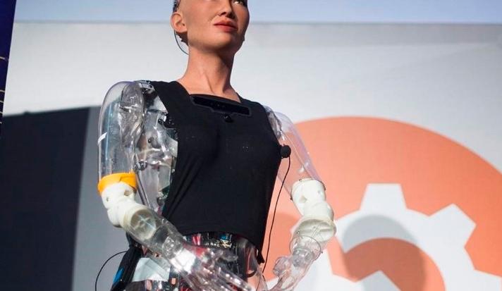 Conoce a Sophia, el robot que luchará contra el coronavirus