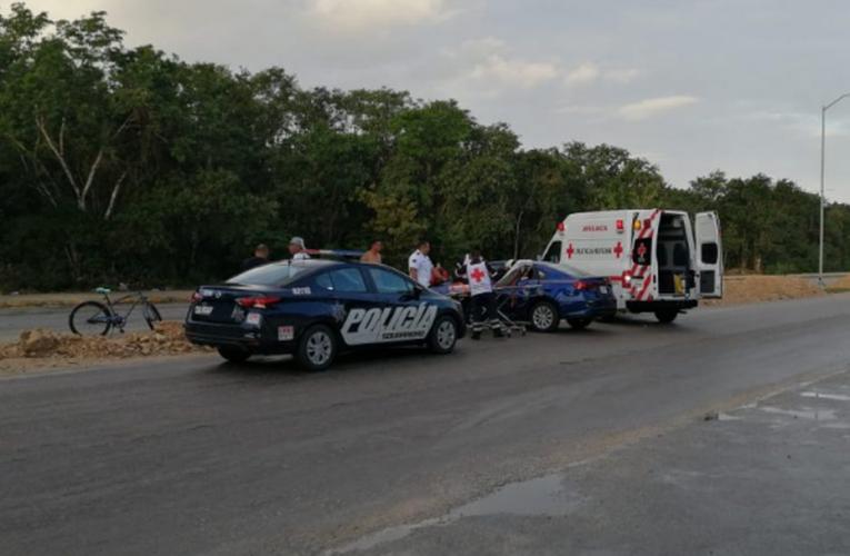 Choca moto por mala maniobra de automóvil en Playa del Carmen