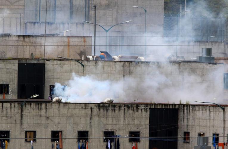 Mueren 62 reos por motines en cárceles de Ecuador