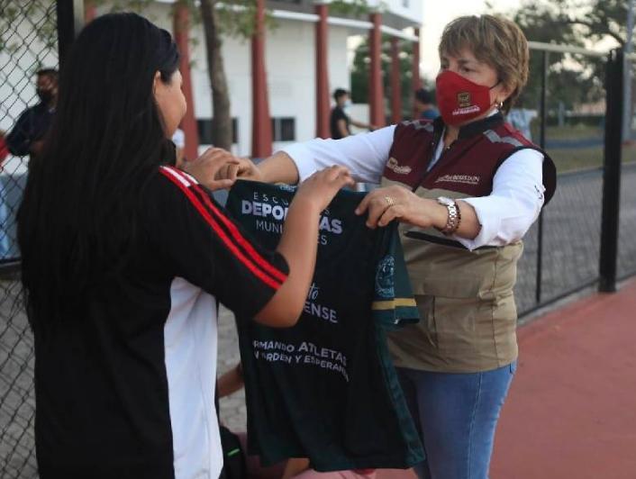 """""""El deporte transforma la vida de los jóvenes solidarenses"""": Laura Beristain"""