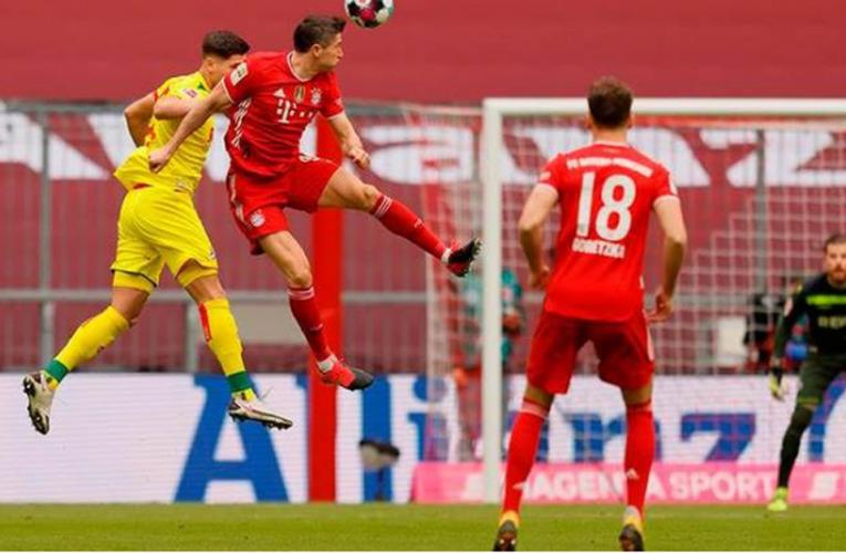 Doblete de Lewandowski en goleada del Bayern al Colonia; Dortmund también gana
