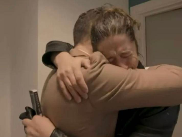 ¡Conmovedor! Madre se reencuentra con su hijo a 32 años de su secuestro