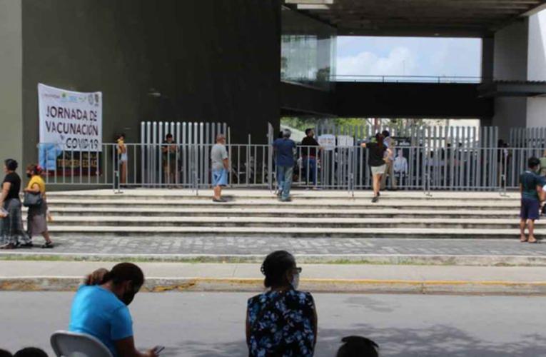 Llegan más vacunas contra Covid-19, pero poca gente acude a módulos de Playa del Carmen