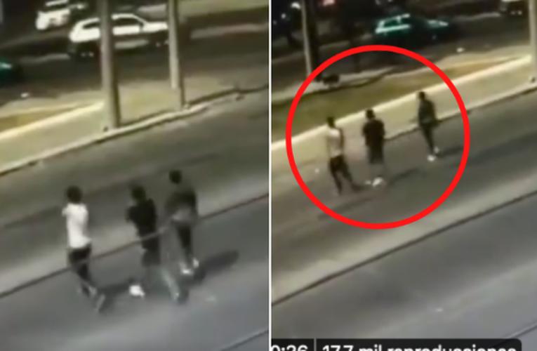 Chofer se venga de sus asaltantes: Los atropella con una camioneta