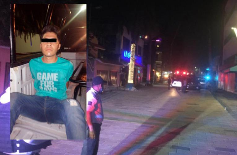 """Detienen a agresor armado del bar """"La Cueva"""" en Playa Del Carmen"""