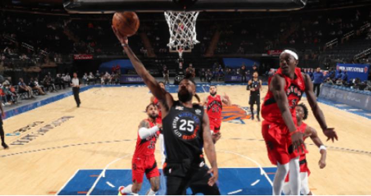 Knicks vencen a Raptors y sueñan con Playoffs