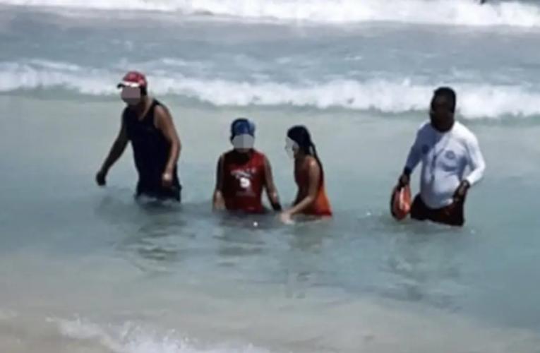 Salvavidas evitan ahogamiento en Playa Del Carmen