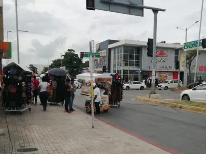 Preocupa aumento del ambulantaje en Playa del Carmen