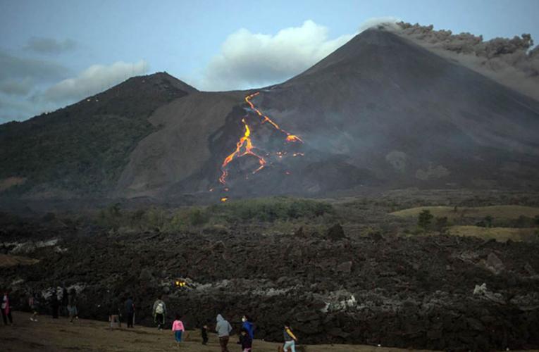 Volcán La Soufrière registra estruendosa actividad en la isla de San Vicente